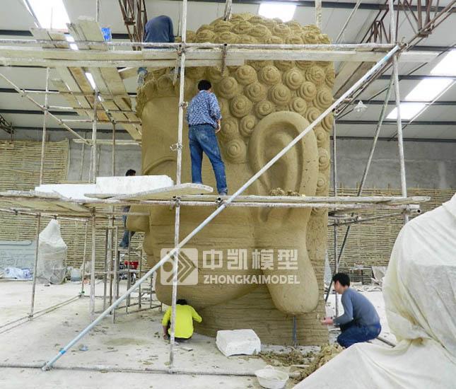 佛头雕塑侧